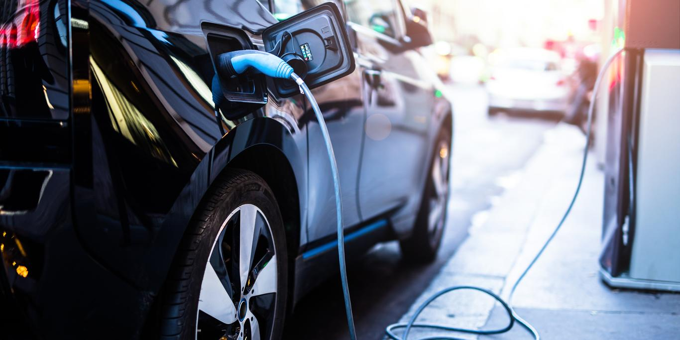 electric-car-charging-with-solvay-materials-for-batteries