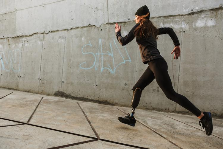 woman-running-with-high-performance-lower-limb-prosthetics