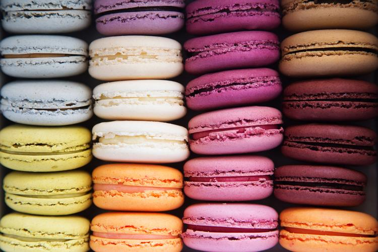 multicolored-macarons